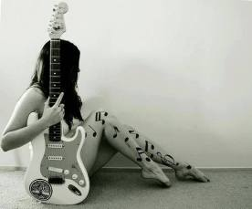 Tía con Guitarra